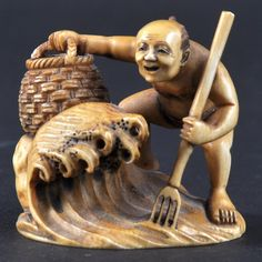 AN EARLY 20TH CENTURY JAPANESE STAINED IVORY NETSU