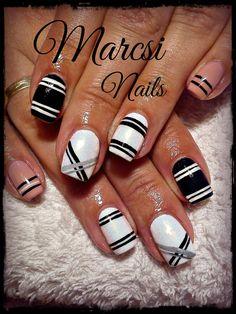 Strip nail % Black and white strip nail