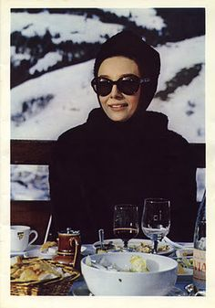 Audrey Hepburn Apres Ski Dining on Terrace of Megeve Ski Resort Mont Blanc French Alps Film Charade 1963 -First Class Lady at a First Class Resort Audrey Hepburn Charade, Elle Macpherson, Ski Fashion, Holiday Fashion, Holiday Style, Winter Fashion, Film Fashion, Winter Holiday, Sport Fashion
