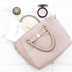 We do like a bow on our bags!  The Avenue bag by @labante_london  by @thelittleblogofvegan
