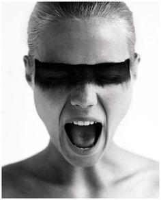 Nadja Auermann - Photo Irving Penn blade