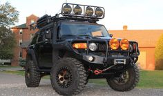 Via Twitte Pic...Heavily modded FJ Cruiser! ...very capable... here that zombies?