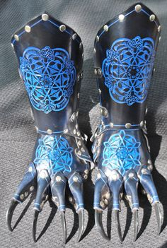 Black Leather glove  Dragon Claw Gauntlets / Gloves Steampunk Goth leather amor a pair right and left