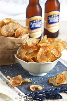Easy Salt and Vinegar Potato Chips – The Suburban Soapbox - Snacks Salt And Vinegar Potato Chips Recipe, Salt And Vinegar Potatoes, Best Potato Recipes, Favorite Recipes, Appetizers For Party, Appetizer Recipes, Homemade Chips, Snacks Homemade, Breakfast
