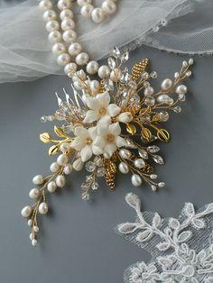 Gold hair comb Wedding hair comb Bridal hair comb Flower Bridal hair accessories Wedding hair accessories Bridal hair flower Pearl comb