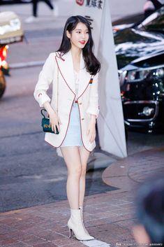 Modern Hijab Fashion, Korean Girl Fashion, Blackpink Fashion, Asian Fashion, Fashion Outfits, Pretty Korean Girls, Celebrity Look, Korean Outfits, Cool Outfits