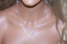 Collier sur fil câblé de couleur acier, perles et toupies Swarovski, avec chainette de réglage, entièrement personnalisable , réalisable sur mesure
