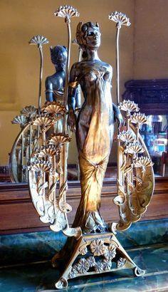 L'Hôtel Bouctôt-Vagniez est une petite merveille d'architecture Art Nouveau. - Art Nouveau beauties.