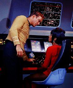 Star Trek: Kirk and Uhura Star Trek 1966, Star Trek Tv, Star Wars, Star Trek Original Series, Star Trek Series, Tv Series, Star Trek Wallpaper, James T Kirk, Star Trek Reboot