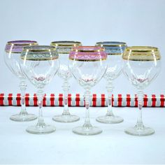 Italian Hand-painted Wine Glass with 14K Gold Rim and Multicolor Pattern (Set of 6) (GS1505), Multi