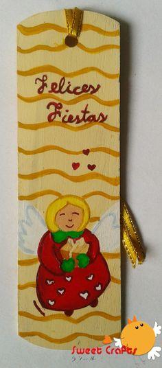 Separador de lectura angelito con regalo Regala mucho cariño con este lindo separador de lectura con un tierno angelito que te trae un obsequio. #christmas #angel #bookmarks Técnica: Acrílico sobre madera
