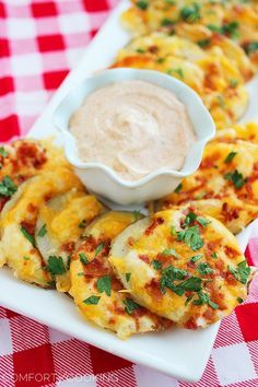 Cheesy Bacon Oven Chips with Chipotle Ranch Dipping Sauce – These crispy, cheesy loaded baked potato chips are the perfect savory snack for parties! | thecomfortofcooking.com