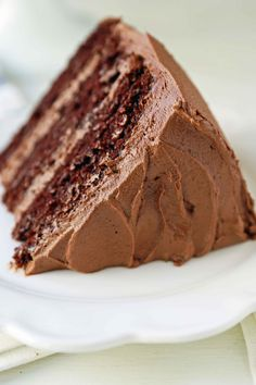 The BEST Chocolate Cake Recipe EVER. This popular chocolate cake is everyone's favorite. Big Chocolate, Best Chocolate Cake, Chocolate Lovers, Sweet Recipes, Cake Recipes, Amazing Chocolate Cake Recipe, Recipe Steps, Lunch Snacks, Light Recipes