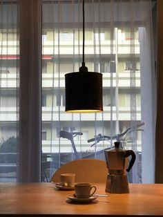 Trendige Loft Lampe (Einsatzbereit). Upcycling aus Konservenbüchse (Farbe schwarz-Metall --> Hammerschlagdesign).   Lampenschirm: Konservenbüchse (Durchmesser 16cm)  Fassung: Hochwertige Messingfassung, E27  Kabel: Textilkabel, ca. 180cm  Baldachin: Zylindrischer Lampenbaldachin aus Metall (schwarz) Loft Lampe, Led, Metallic, Ceiling Lights, Lighting, Pendant, Home Decor, Flagstone, Black Metal