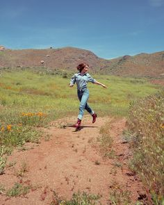 hat??????? Emily Rudd, Future Girlfriend, I Robert, Hogwarts, Country Roads, Mountains, Travel, Instagram, Jade