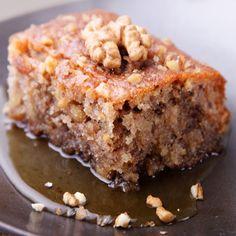 Dessert: Walnut Cake with Dried Figs (Karydopita me xera syka) Food Cakes, Cupcake Cakes, Apple Spice Cake, Apple Coffee Cakes, Greek Sweets, Greek Desserts, Spice Cake Recipes, Dessert Recipes, Pastries