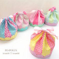 定番シリーズの丸底巾着&もこもこポーチ。完売中のRomantica*雑貨室さんへ納品させていただきました☆宜しくお願い致します♪ Fabric Crafts, Sewing Crafts, Japanese Bag, Cute Handbags, Bag Patterns To Sew, Clothes Crafts, Quilted Bag, Little Bag, Cute Bags