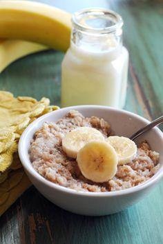 Slow Cooker Overnight Banana-Cinnamon Oatmeal