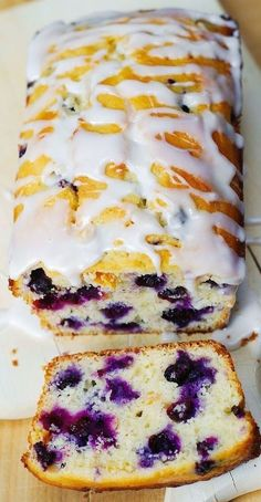 bread recipes sweet blueberry lemon bread recipe with lemon glaze combines all these delicious ingredients to produce the ultimate breakfast, brunch, and dessert recipe good for all Oreo Dessert, Low Carb Dessert, Dessert Bread, Gourmet Recipes, Baking Recipes, Sweet Recipes, Recipes With Lemon, Whole30 Recipes, Brunch
