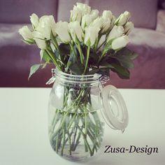 Zusa-Design   Gebruik een weckpot als vaas, weer eens wat anders! www.zusa-design.nl #weckpot #vaas #DIY #rozen #tulpen #wit #interieur #woonaccessoires #creatief #wonen