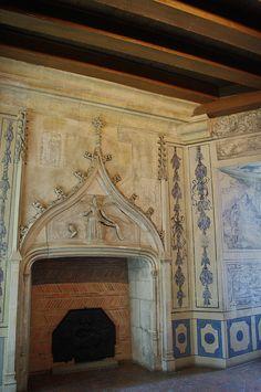 Bourges - Palais Jacques Coeur - Cabinet des échevins | Flickr: partage de photos! Fireplace Hearth, Fireplaces, Bourges, French Chateau, Gothic Architecture, Built Environment, Cabinet, Wall Design, France