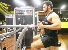 Exercício: Remada Máquina Pegada Neutra. Grupos musculares: Costas, Bíceps…