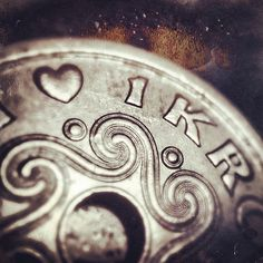 1 krone  | #metallic #silver #iphoneography
