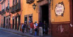 Colonial street, San Miguel de Allende, #Mexico.  Photo: Ernesto Polo