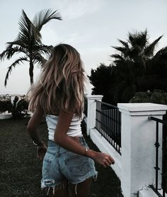 """""""Fall in love with someone that tastes like adventure but looks like the calm, beautiful morning after a terrible storm """" Selfie Foto, Ft Tumblr, Mode Ootd, Foto Top, Foto Casual, Summer Feeling, Beautiful Morning, Beautiful Life, Fashion Mode"""