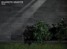 Zwarte kwartsiet op de muur in 30x60 gestapeld (21) Tegelhuys