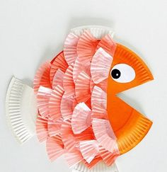 We love paper plate crafts and we love cupcake liner crafts so we combined those two fun materials and made paper plate & cupcake liner fish! Both paper plate a Kids Crafts, Daycare Crafts, Sunday School Crafts, Summer Crafts, Toddler Crafts, Arts And Crafts, Easy Crafts, Adult Crafts, Upcycled Crafts