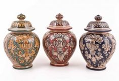 <p>Handmade+Italian+small+jars+with+an+appealing+antique+decoration+inspired+by+the+Italian+ceramics+of+the+XVII+century.+It+is+a+distinctive+creation+of+Ceramiche+Magnanelli,+one+of+the+most+representative+studio+producing+pottery+in+Gubbio.+They+have+been+creating+majolica+since+1967,+strictly+respectful+of+the+local+and+antique+tradition,+with+a+rare+care+for+details+and+shades.+The+antique+design+is+where+Magnanelli's+talent+is+best+expressed.+Perfect+as+<strong>party,+wedding+or+b...