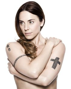 Former Spice Girl Mel C Adds Feather Tattoo to Celtic Arm Band Ink http://www.popstartats.com/buzz/former-spice-girl-mel-c-adds-feather-tattoo-celtic-arm-band-ink/