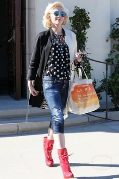 Gwen Stefani wearing  Dolce