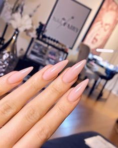 The advantage of the gel is that it allows you to enjoy your French manicure for a long time. There are four different ways to make a French manicure on gel nails. French Stiletto Nails, Stiletto Nails Glitter, French Tip Nails, Natural Stiletto Nails, Summer Stiletto Nails, My Nails, Hair And Nails, Baby Pink Nails, Manicure