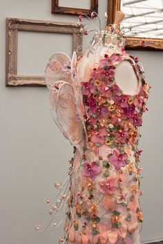 Beautiful Details! RHS-Florist-of-the-Year-Competition-2014- Flowerona-Lisa-Fowler-Eden-Taunton-Floral-Design-1