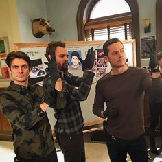 """Jesse Lee Soffer su Instagram: """"Hey @nickgehlfuss do you guys have black latex gloves on Chicago Med? Nope? Didn't think so. See, we're cops, so we get cooler stuff. Super sexy black latex gloves. Check. Super loud latex glove snappy noise. check. Ready for #halstead2x tonight! 9/8 central on #NBC #chicagomed #brothers #brotherlylove"""""""