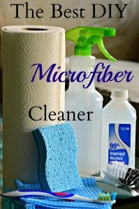 Only alcohol, a sponge and a toothbrush you can get rid of microfiber stains using this amazing recipe for homemade suede cleaner. Diy Furniture Cleaner, Homemade Upholstery Cleaner, Microfiber Couch Cleaner, Clean Microfiber, Diy Cleaners, Cleaners Homemade, Household Cleaners, Homemade Cleaning Products, Cleaning Tips