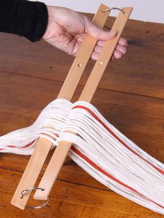 Cross/Warp Sticks - clever way to keep the cross if you have small hands. Bet Jeff could make this for me. Looks like it's just two sticks and some ring binders.