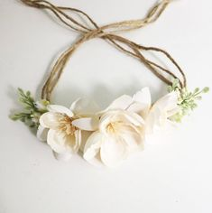 Tieback Flower Crown in Shades of Cream with greenery accent. Flowers are mounted on Natural Jute rope. The flowers are backed with felt for extra comfort. Headband is adjustable and will fit any size baby/toddler/mama head. Just slip ends through loop and pull to fit babys head. This Flower Crown is perfect for photo shoots or everyday fancy. This will make your little princess look like even more of an Angel than she already is. >>>>>>>>>>>>>...