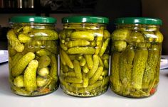 Adventures in Canning: Dill Pickles - The Ramblings of an Aspiring Small Town Girl Creamed Cucumbers, Pickling Cucumbers, Canning Dill Pickles, How To Make Pickles, Pickled Cabbage, Hungarian Recipes, Canning Recipes, Good Food, Food And Drink