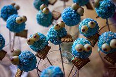 Cookie Monster Cake Pops - Rezepte - For Life Food Monster Cake Pops, Cookie Monster Cakes, Holiday Cupcakes, Pumpkin Cupcakes, Whipped Cream Buttercream, Fox Cake, Cake Pop Maker, Wedding Cake Flavors, Keto