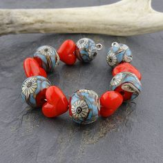 'Seeing Eye Heart' handmade glass lampwork bead set by 'loribeads' Etsy , $39.99 <3<3<3