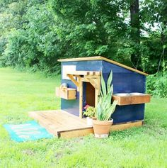 A New Home for Lucy–Modern DIY Dog House – large dog kennel Cheap Dog Houses, Cool Dog Houses, Dog Training Methods, Basic Dog Training, Training Dogs, Large Dog Breeds, Large Dogs, Extra Large Dog House, Large Dog House Plans