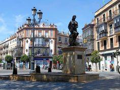 Monumento al Flamenco en la Plaza del Altozano - Triana