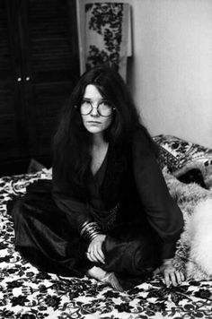 Janis Joplin,died alone, Joplin was found in a hotel room. It would have taken several drinks and made use of 50% pure heroin, which caused an overdose.