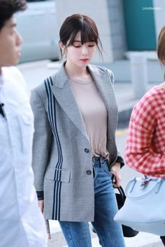 Irene-Redvelvet 190927 Incheon Airport to Indonesia Red Velvet アイリーン, Irene Red Velvet, Velvet Style, Fashion Idol, Pop Fashion, Girl Fashion, Kpop Outfits, Korean Outfits, Seulgi