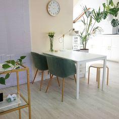 My fine jewellery studio ❤️ www.hannatommola.com Dining Table, Jewellery, Studio, Furniture, Home Decor, Jewels, Decoration Home, Room Decor, Dinner Table