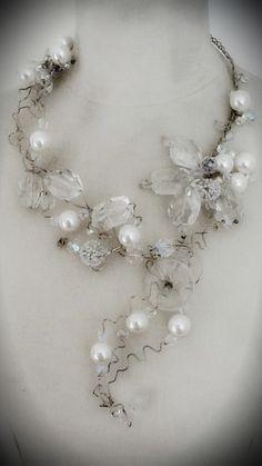 Collar en alambre de plata, cuarzos, perlas checas y cristales. CLOVIS www.clovisdesignjoyas.com