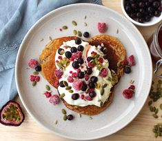 High in fibre, omega 3 fats and protein, these healthy pancakes are sure for the win! Breakfast never looked or tasted so good! Healthy Gluten Free Recipes, Healthy Breakfast Recipes, Diet Recipes, Vegetarian Recipes, Tasty, Yummy Food, Almond Recipes, Fresh Fruit, Pancakes